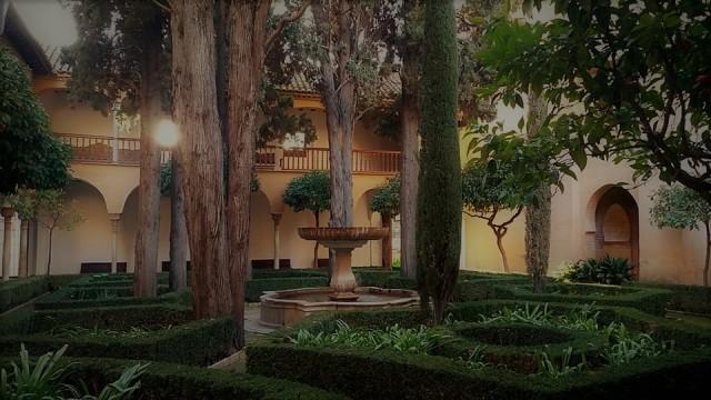 alhmabra courtyard